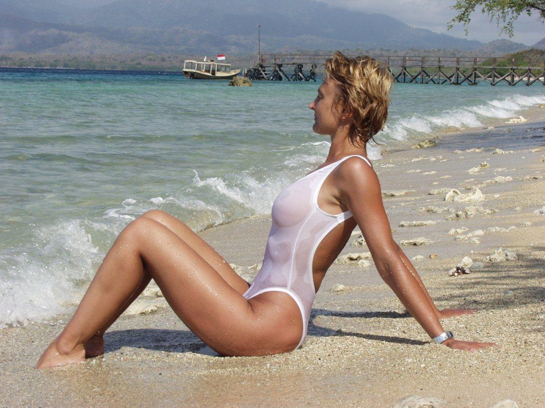 белые мокрые купальники эротическое фото